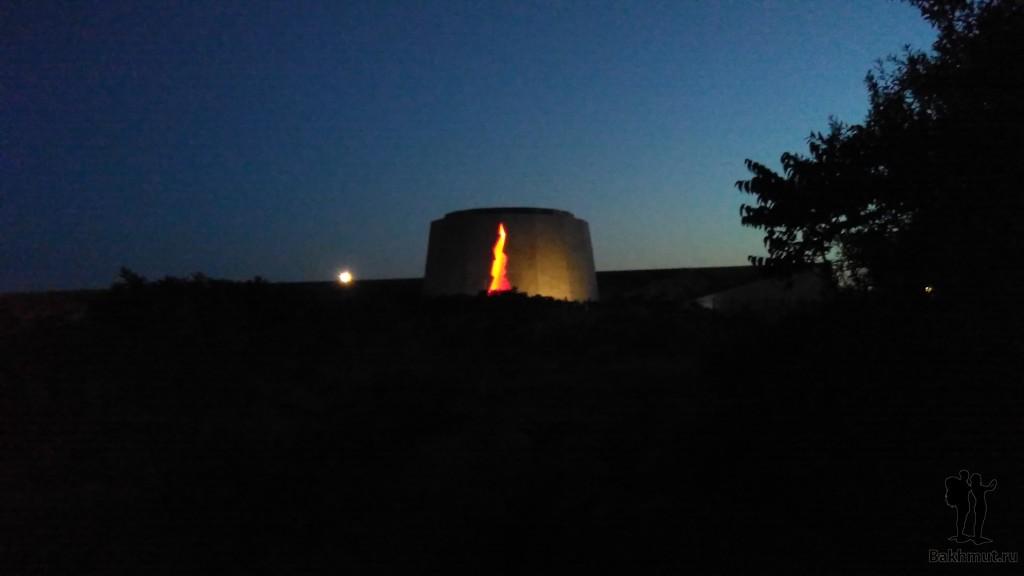 Памятник защитникам 35-ой батареи ночью