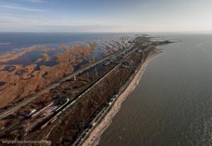 Дорога по косе материка до Порт-Кавказа
