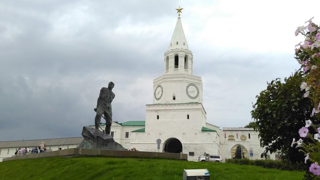 Памятник Мусе Джалилю у Казанского кремля