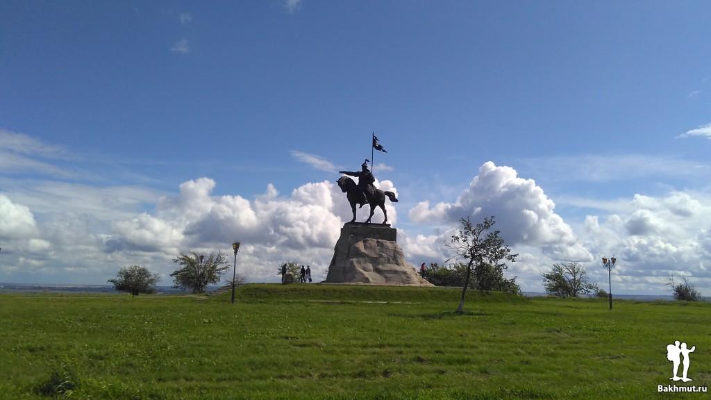 Елабуга, памятник булгарскому эмиру Ибрагиму I бен Мухаммаду
