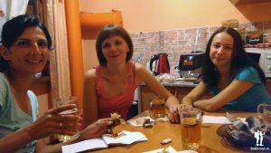 Девочки, пивко и рыбка. Что ещё надо?